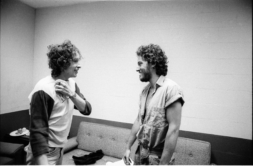 dylanwhen-dylan-played-new-haven-connecticut-on-november-13-the-already-famous-bruce-springsteen-came-backstage-to-say-hi-to-dylan