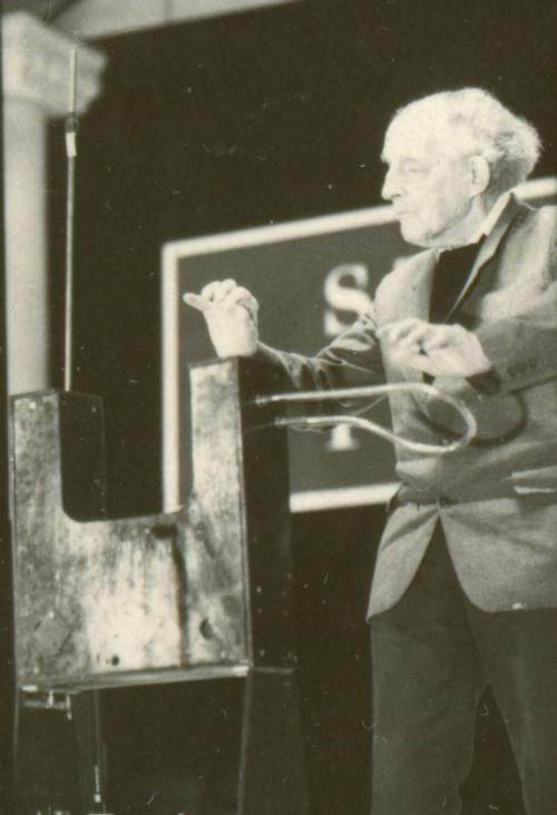 theremin_playing