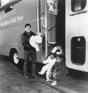 CHF-Co-Founder,-Paul-Simon,-with-kids-in-Mobile-Unit-#1