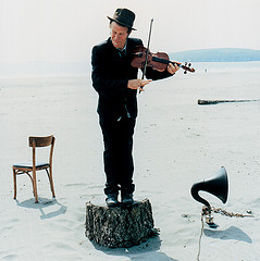 tom_playingviolin_best
