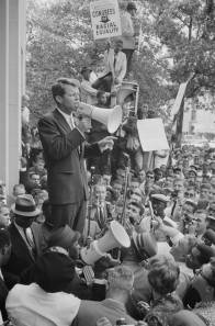 Robert_Kennedy_speaking_before_a_crowd,_June_14,_1963